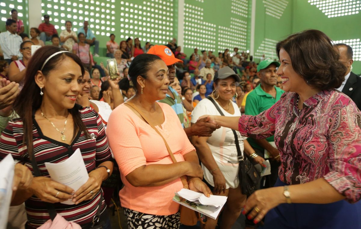 Vicepresidenta supervisa servicios reciben participantes Prosoli de Santiago