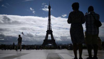 El detenido con un cuchillo en la Torre Eiffel, internado en un psiquiátrico