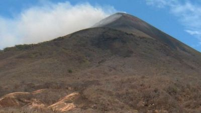 Volcán San Cristóbal de Nicaragua expulsa gases y cenizas