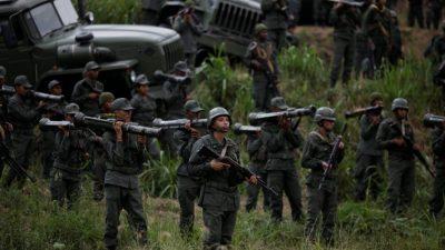 """Venezuela despliega tropas, aviones y tanques ante """"amenaza"""" de Trump"""