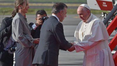 El papa Francisco aboga por diálogo en Venezuela en su primera visita a Colombia