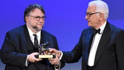 """Mexicano Guillermo del Toro gana León de Oro de Venecia por """"La forma del agua"""""""