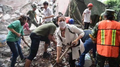 La angustiante búsqueda de niños bajo los escombros de su escuela en México