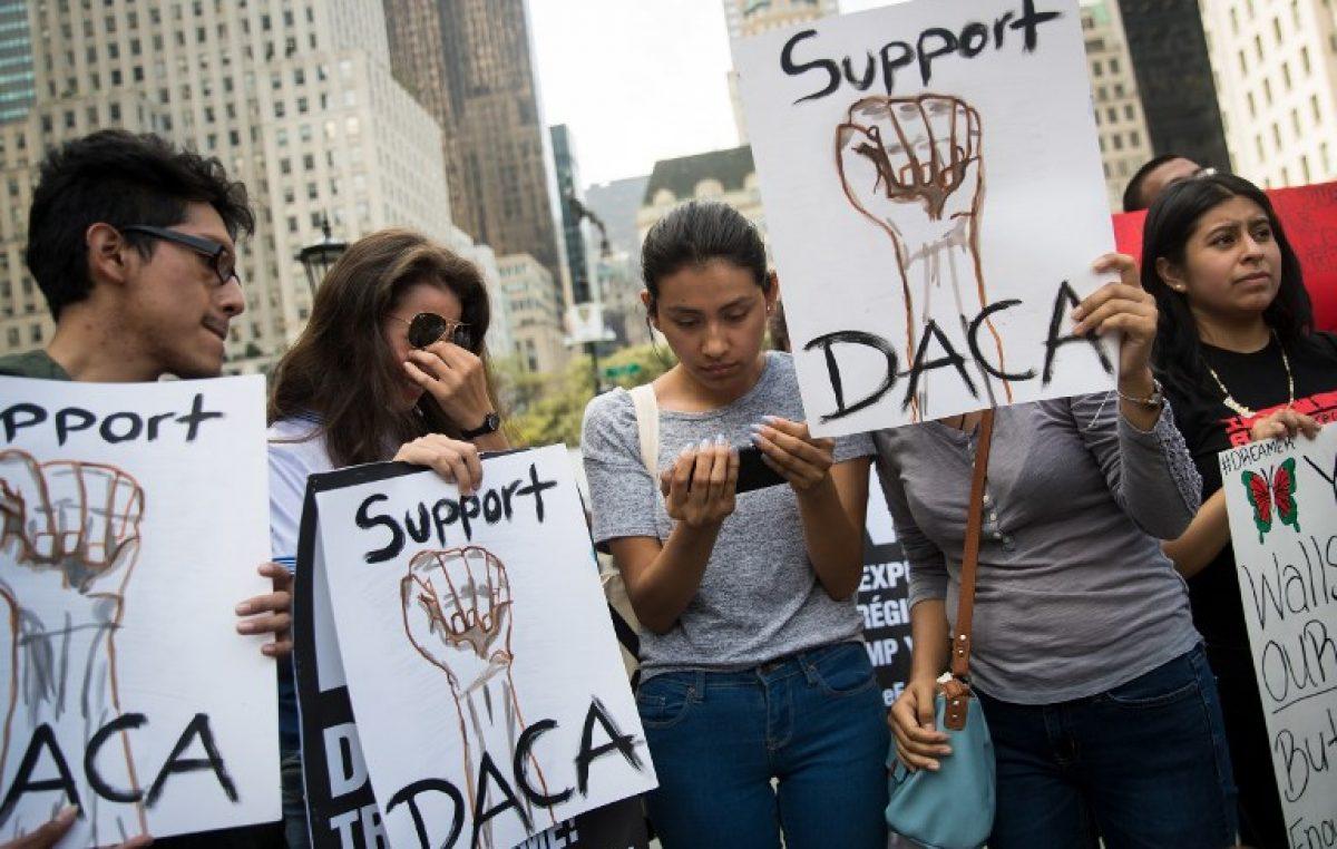 Trump rescinde programa DACA que protege a 800.000 inmigrantes