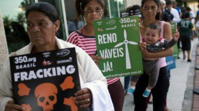 Ambientalistas e indígenas protestan durante subasta petrolera en Brasil