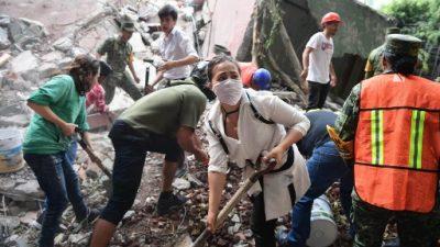 A una semana del sismo en México, gente sin casa y con familiares desaparecidos