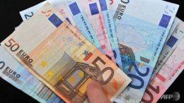 El euro se estabiliza frente al dólar, prudente de cara a la reunión del BCE